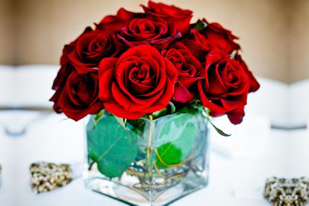 Centro de Mesa Cuadrado Rosas Rojas